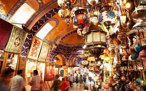 Grad Istanbul, poznat je i kao Carigrad, Stambol ili Stambul.