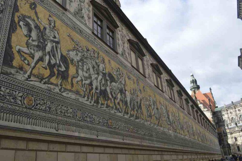 evropski-gradovi/prag/drezden-mural.jpg