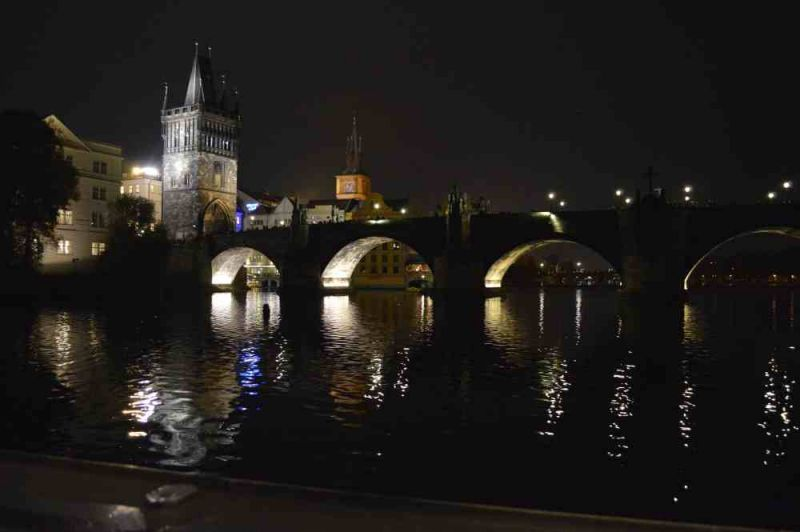 evropski-gradovi/prag/prag-karlov-most-nocu.jpg