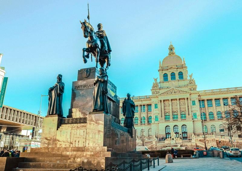 Prag Spomenik
