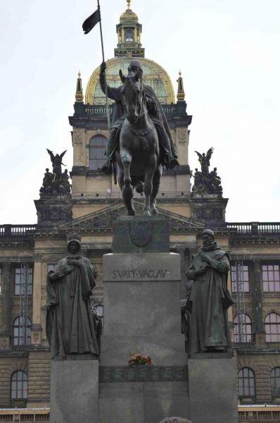 evropski-gradovi/prag/spomenik-sv-vaclavu.jpg