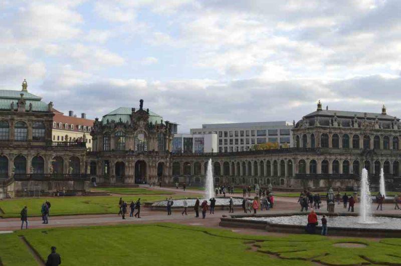 evropski-gradovi/prag/zwinger-palata-dvoriste.jpg
