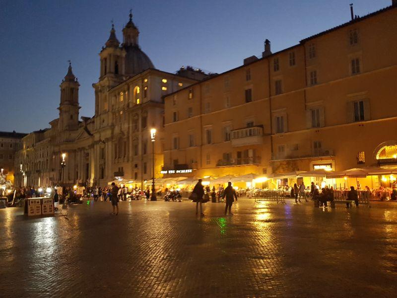 Italija reka noću
