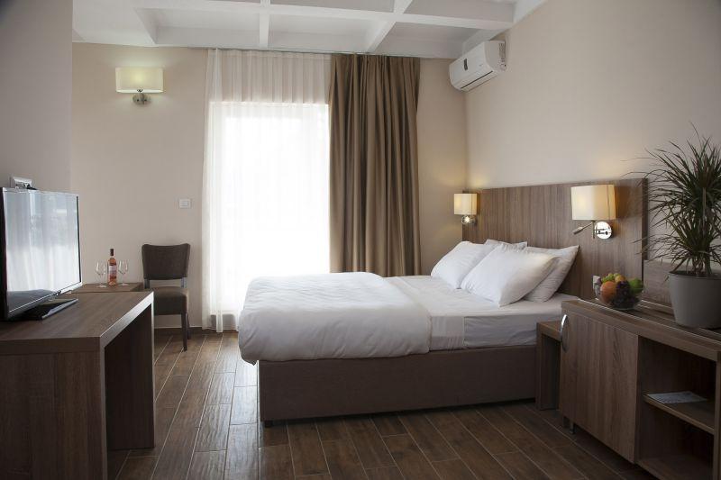 letovanje/crna-gora/sutomore/hotel-sato/soba-1-1.jpg