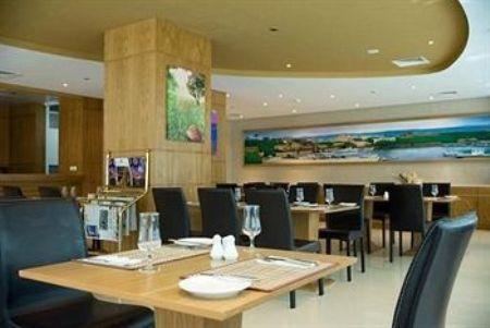 letovanje/dubai/dubai/Byblos-Tecom-Hotel-4-lux/byblos-tecom-hotel-4-lux-2.jpg