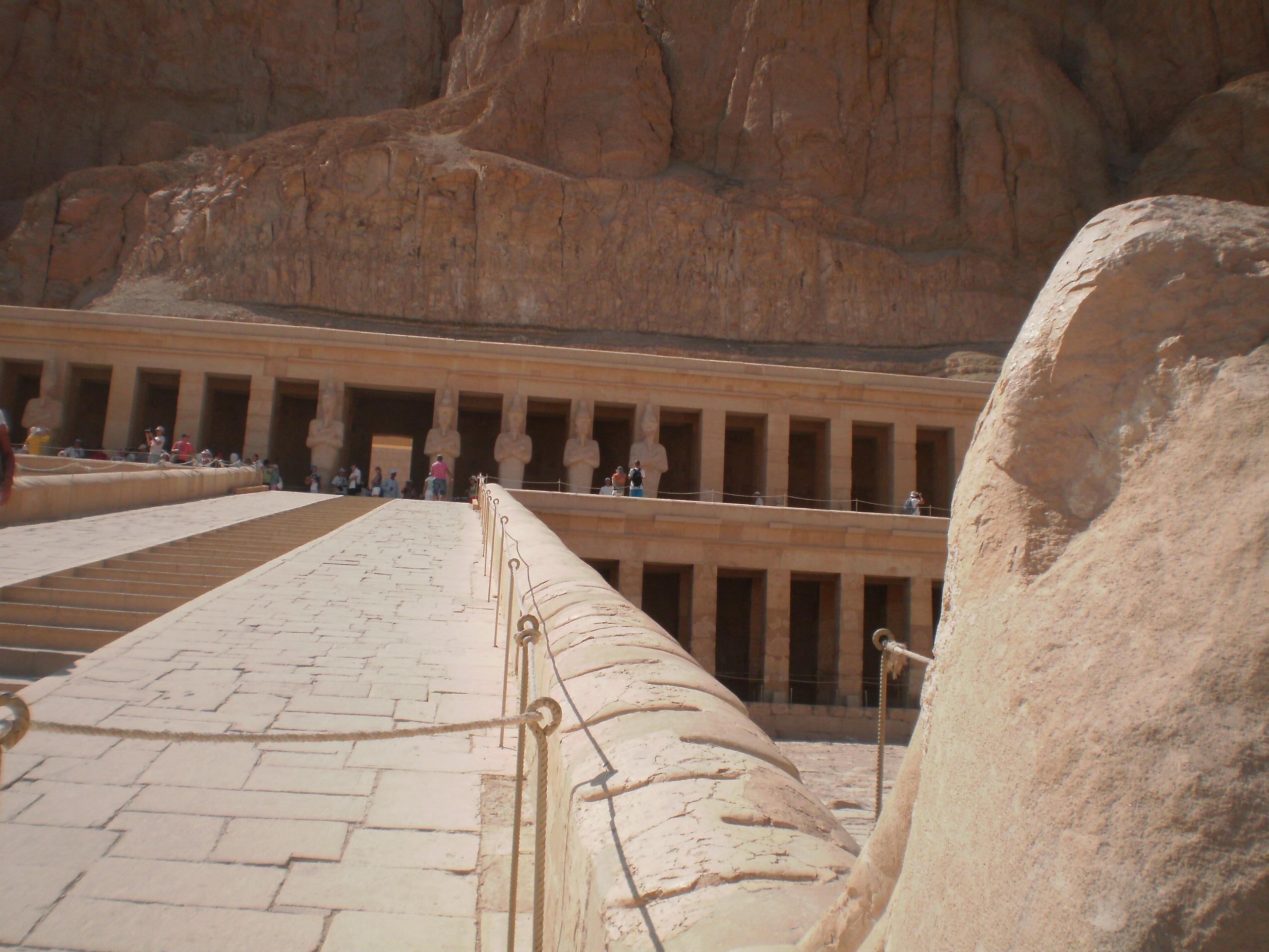 letovanje/egipat/egipat-hram-kraljice-hatsepsut1.JPG