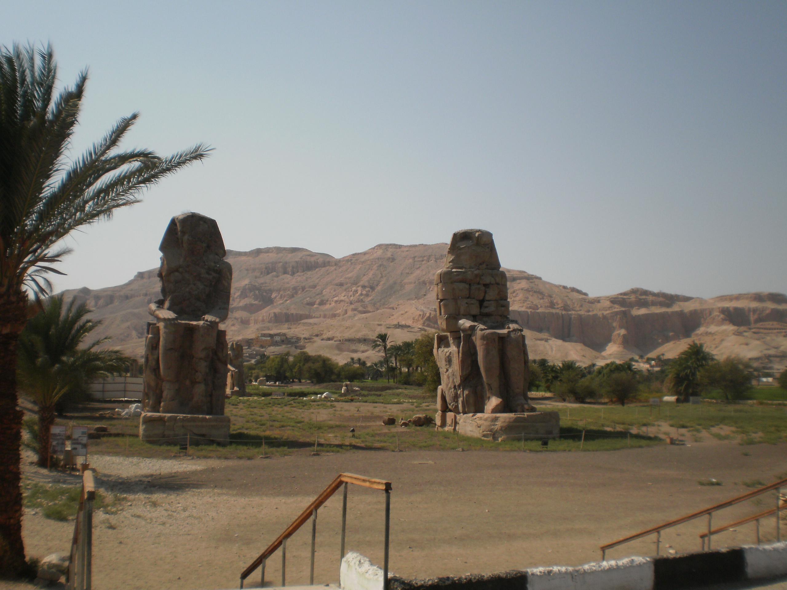 letovanje/egipat/egipat-memnonovi-kolosi2.JPG