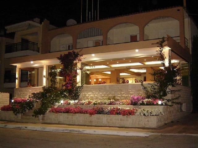 letovanje/grcka/grcka-hoteli/kasandra/loutra/loutra-beach/loutra-beach-4.jpg