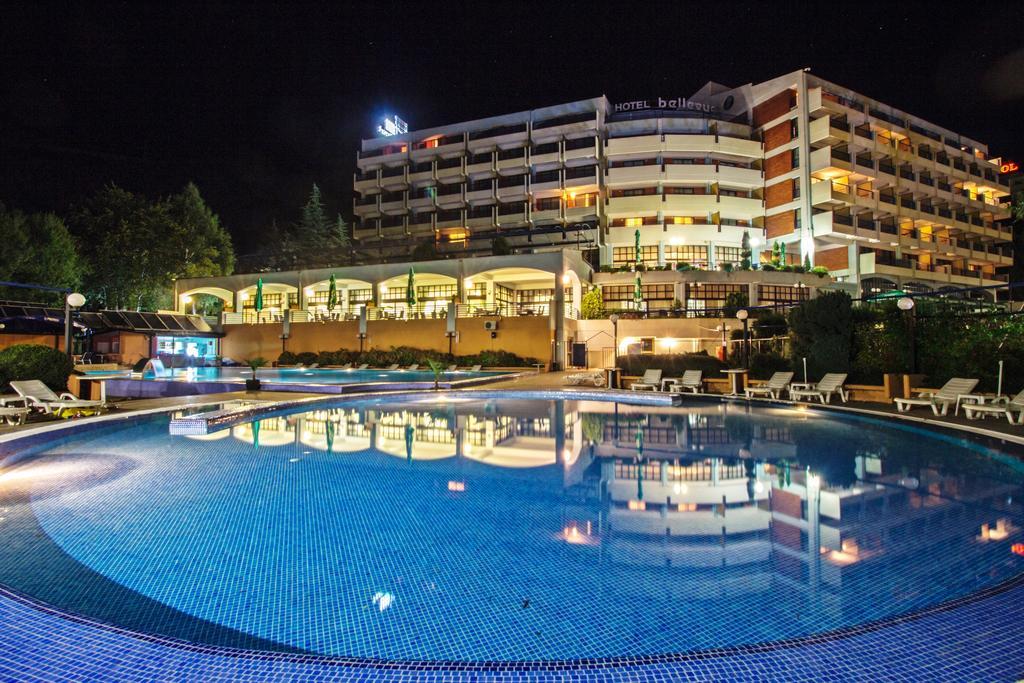 Hotel Belvi Noću
